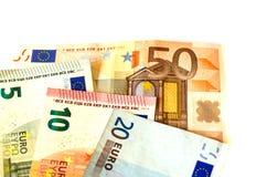 Wystawia rachunek nominalną wartość pięć euro EUR 5, dziesięć euro EUR 10, dwadzieścia euro EUR 20 i pięćdziesiąt euro EUR 50 Zdjęcia Royalty Free