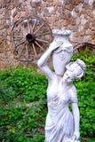 Wystrój w ogródzie w wiośnie w sadzie, Wod krople Wenus i Afrodita Zdjęcie Royalty Free