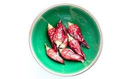 Wysuszeni chili pieprze w zielonym pucharze Zdjęcie Stock
