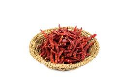 Wysuszeni chillies w koszu z ścinek ścieżką Zdjęcie Royalty Free
