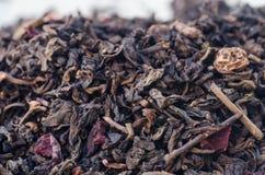 Wysuszeni czarni herbaciani liście i owoc Obrazy Royalty Free