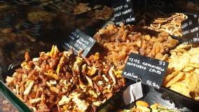 Wysuszeni owoc i warzywo na sprzedaży w Salonic robią zakupy okno Zdjęcie Stock