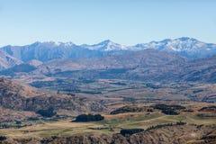 Wysuszona ziemia i pasmo górskie Obrazy Stock