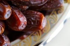 Wysuszone język arabski daty przedstawiać na ozdobnym tra Zdjęcia Royalty Free