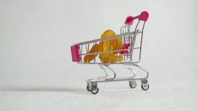 Wysuszone morele w wózku na zakupy zdjęcie wideo
