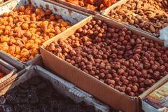 Wysuszone owoc i dokrętki przy bazarem obrazy royalty free