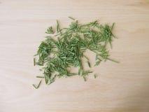 Wysuszony śródpolny horsetail na drewnianej desce zdjęcie royalty free