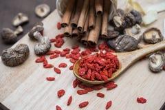 Wysuszony chili na drewnianym tle Zdjęcie Stock