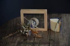 Wysuszony kwiat w ramie fotografia stock