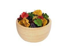 Wysuszony kwiat z aromatem w drewnianej filiżance Obrazy Royalty Free
