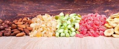Wysuszony - owocowy migdał, kiwi, papaw, banan, hazelnut Obrazy Stock