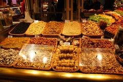 Wysuszony przy targowym losem angeles Boqueria - owocowy stojak, Barcelona Zdjęcia Royalty Free