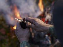 Wysuszony reniferowy mięso i obozu ogień Zdjęcie Royalty Free