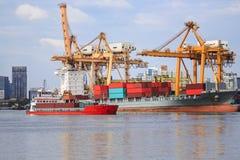 Wysyła ładunków zbiorniki i masowego ładunku statek ukrywać zafrachtowania Obrazy Stock
