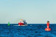 Wysyła i pociesza na morzu bałtyckim w Warnemuende, Niemcy Zdjęcia Royalty Free