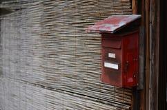 Wysyła pudełko w chrzcielnicy drzwi tekstura - tapeta - tło - Obrazy Stock