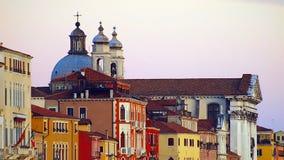 Wysyłający nad architekturą i gondolami w Wenecja Canale Grande, piękną, obraz stock