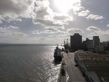 Wysyłki economie w lato czasie w Lisbon zawsze wysoko, Portugalia zdjęcie stock