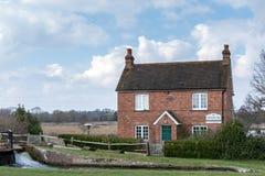WYSYŁA, SURREY/UK - MARZEC 25: Papercourt pastuchów dom na th Zdjęcie Royalty Free
