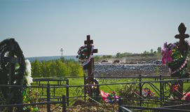 Wysypisko blisko cmentarza Zdjęcia Stock