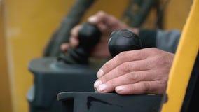 Wyszczególniać nowy kierowca taksówki ekskawator klamerka Kierowca dźwigowa ręka zbiory wideo