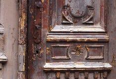 Wyszczególnia część dekoracyjny stary drewniany drzwi z ornamentem w Tbilisi, Gruzja obraz royalty free