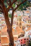 Wyszczególnia pejzażu miejskiego widok piękni kolorowi domy w Amalfi, Włochy zdjęcia stock