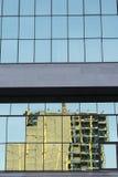 Wyszczególnia szklanego budynku tła miastowego fasadowego abstrakcjonistycznego reflectio Zdjęcia Royalty Free
