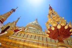Wyszczególnia widok złota Shwezigon pagoda w Bagan, Myanmar obraz stock