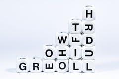 Wytłoczeni kostka do gry literuje out słowo przyrosta zdjęcia stock