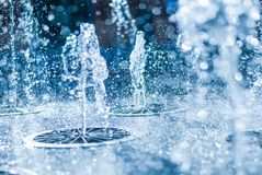 Wytryśnięcie woda fontanna Pluśnięcie woda w fontannie, abstrakcjonistyczny wizerunek obrazy stock