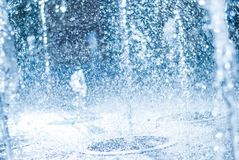 Wytryśnięcie woda fontanna Pluśnięcie woda w fontannie, abstrakcjonistyczny wizerunek zdjęcia royalty free