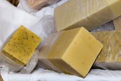 wytworzone ręcznie naturalne mydło obrazy stock