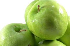 Wywiad zogniskowany świezi zieleni jabłka Fotografia Royalty Free