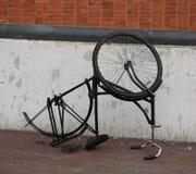 wywrócona rower przejażdżka z kołem kraść złodziejami i Obraz Royalty Free