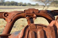 Wywrócony rdzewiejący samochód Obrazy Stock
