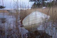 Wywrócony rowboat częsciowo pod wodą powodziową zdjęcia stock
