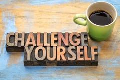 Wyzwanie yourself - formułuje abstrakt w drewnianym typ zdjęcia stock