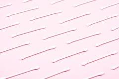 Wzór bawełniani mopy na różowym tle zdjęcia stock