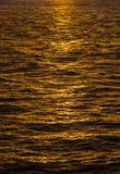 Wzór czochry w oceanie odbija słońce Fotografia Royalty Free