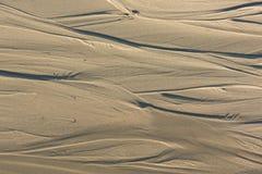 Wzór piasek po niskiego przypływu przy plażą Zdjęcie Stock