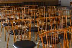 Wzór pomarańczowi krzesła Fotografia Stock