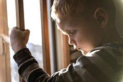 Wzburzony problemowy dziecka pojęcie dla znęcać się, depresja stres obrazy royalty free