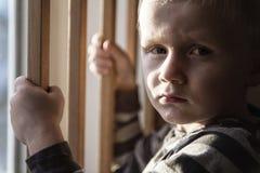 Wzburzony problemowy dziecka pojęcie dla znęcać się, depresja stres obraz royalty free