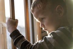 Wzburzony problemowy dziecka pojęcie dla znęcać się, depresja stres obrazy stock