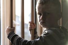 Wzburzony problemowy dziecka pojęcie dla znęcać się, depresja stres zdjęcie royalty free