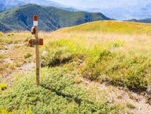 Wzdłuż ścieżki w kierunku szczytu góra Obrazy Stock