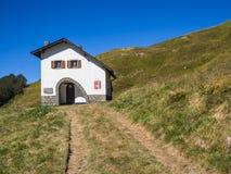 Wzdłuż ścieżki w kierunku szczytu góra Obrazy Royalty Free