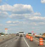 wzdłuż autostrady międzystanowej beczki budowy obraz stock