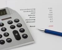 wzdłuż budżeta kalkulatora negatywnego pióra Fotografia Royalty Free
